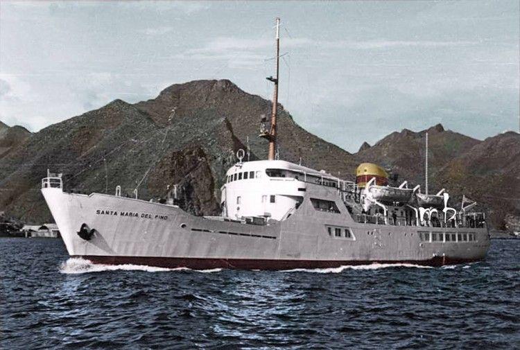 """El buque """"Santa María del Pîno"""", a su entrada en el puerto de Santa Cruz de Tenerife"""