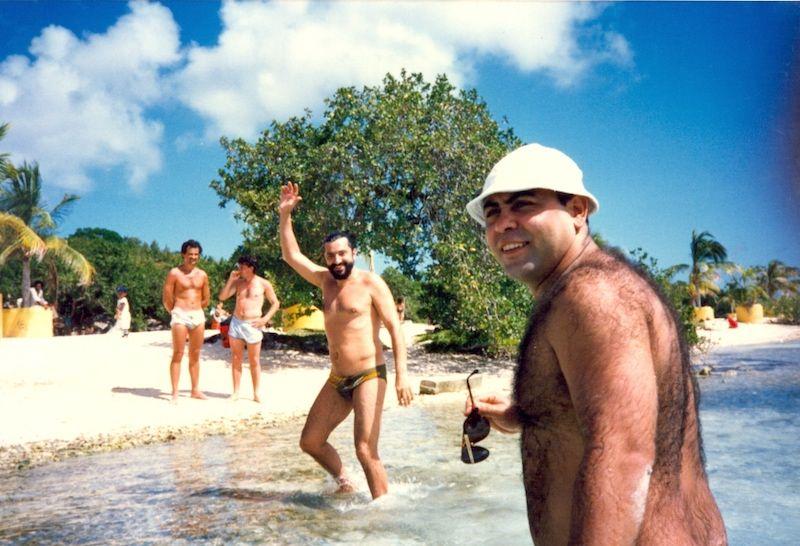 Julio Rodas, Pepe Fraguela y Diego Ramos, relajándose en una playa de Curazao tras el mal trago vivido