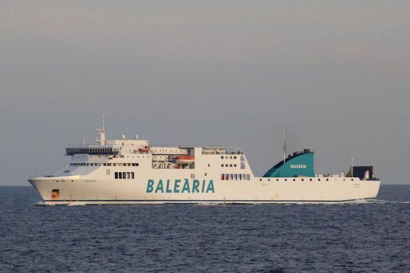 """Este es el buque """"Nápoles"""", un ropa en servicio desde 2002"""