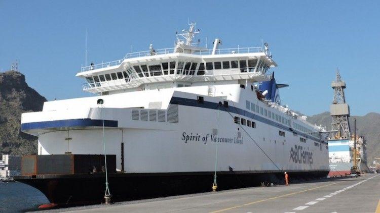 """El buque """"Spirit of Vancouver Island"""", atracado en el puerto de Santa Cruz de Tenerife"""