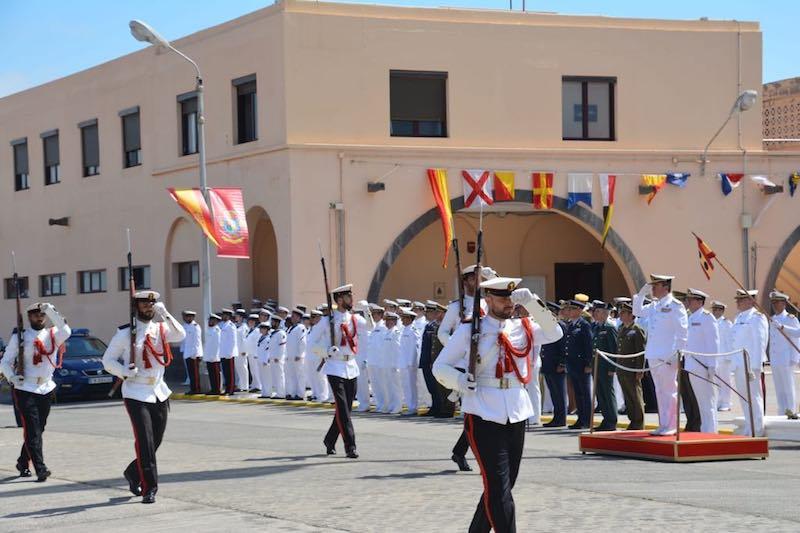 Fuerzas de Infantería de Marina desfilan en el cierre de la ceremonia