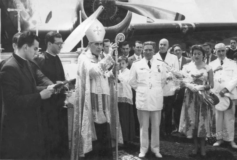 El obispo de Tenerife, Domingo Pérez Cáceres, bendice el aeropuerto de Buenavista