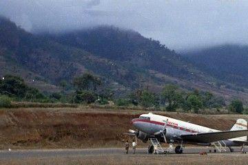 Avión Douglas DC-3 de Iberia en el aeropuerto de Buenavista, La Palma
