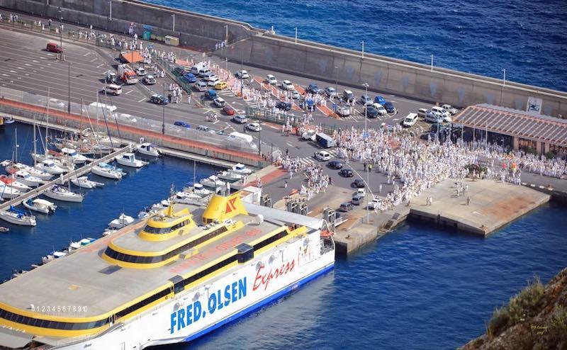 "El fast ferry ""Benchijigua Express"", en el puerto de la capital palmera"