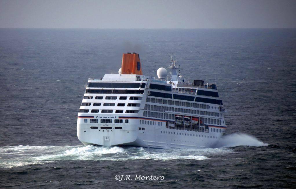 """El buque """"Columbus 2"""", a su salida del puerto de A Coruña"""