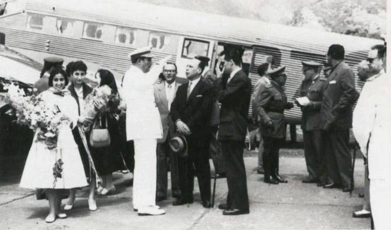 El general ben Mizziam, recibido a pie de avión