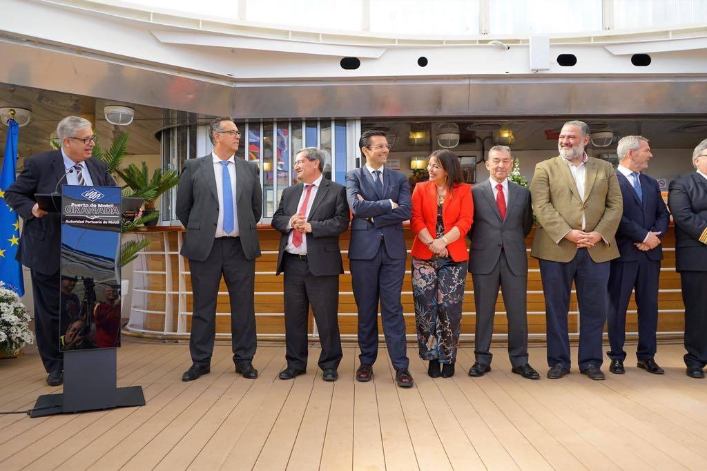 El acto celebrado a bordo contó con una nutrida representación institucional