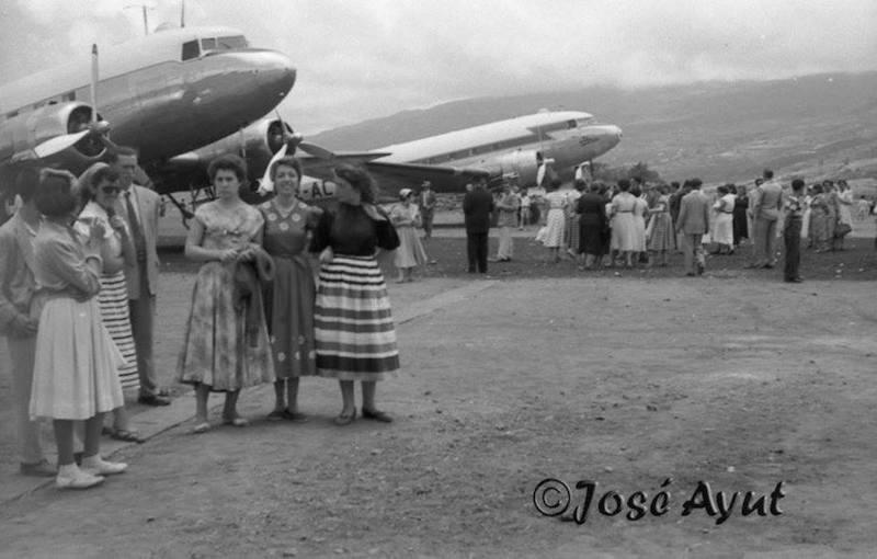 El público disfrutó del acto de inauguración del aeropuerto