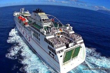 """La popa del ferry """"Volcán de Taburiente"""" fue una gran fiesta"""