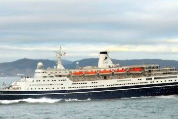 """La salida del buque """"Marco Polo"""" ofreció imágenes espectaculares"""