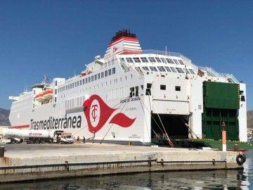 """El buque """"Ciudad de Granada"""", atracado en el puerto de Motril"""