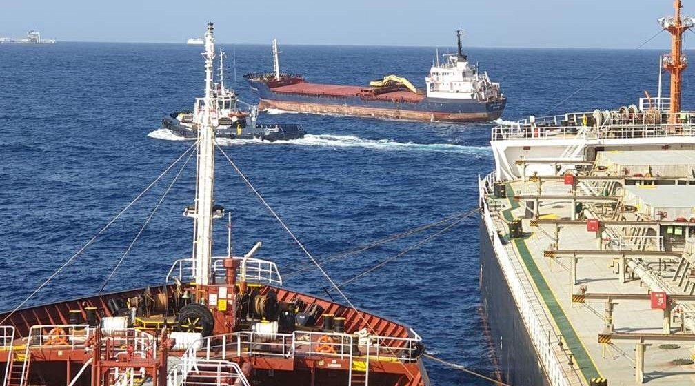 """El buque """"Dura Bulk"""", aproximándose a Las Palmas"""