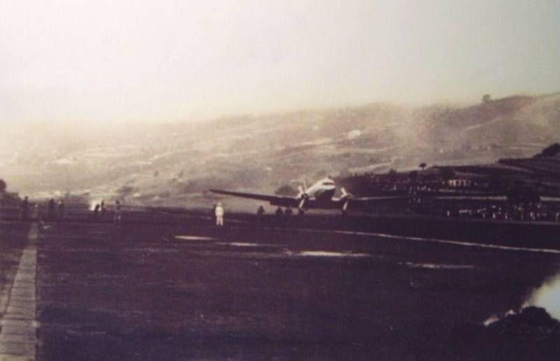 Aterrizaje de un avión Douglas DC-3 de Iberia (1955)