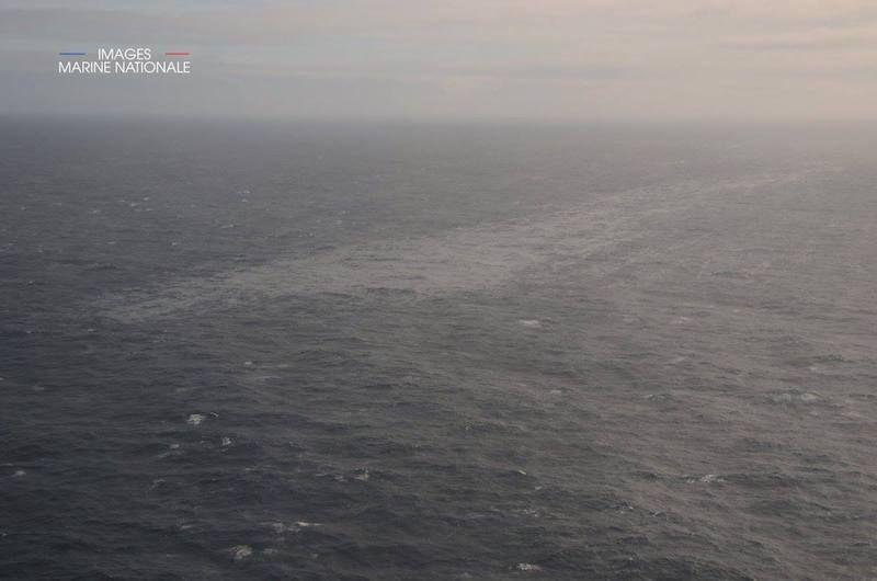 """Esta es la mancha que se extiende tras el naufragio del buque """"Grande América"""""""