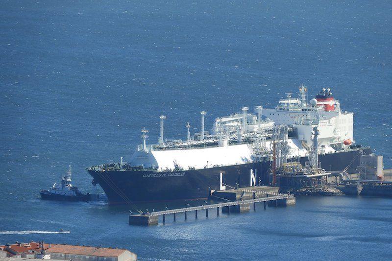 """El buque """"Castillo de Caldelas"""", atracado en la terminal de Mugardos"""