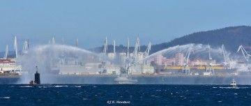 "Vistosa despedida a la salida del submarino ""Mistral"" (S73) de Ferrol"