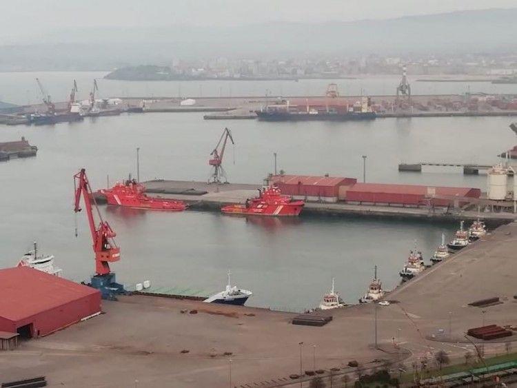 """Los buques de salvamento """"Luz de Mar"""" y """"Alonso de Chaves"""", atracados en Gijón"""