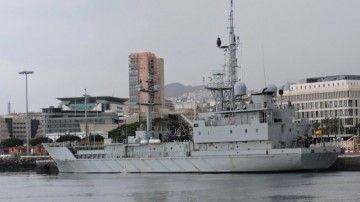 """El buque """"Alerta"""" (A-111), atracado en el puerto de Santa Cruz de Tenerife"""