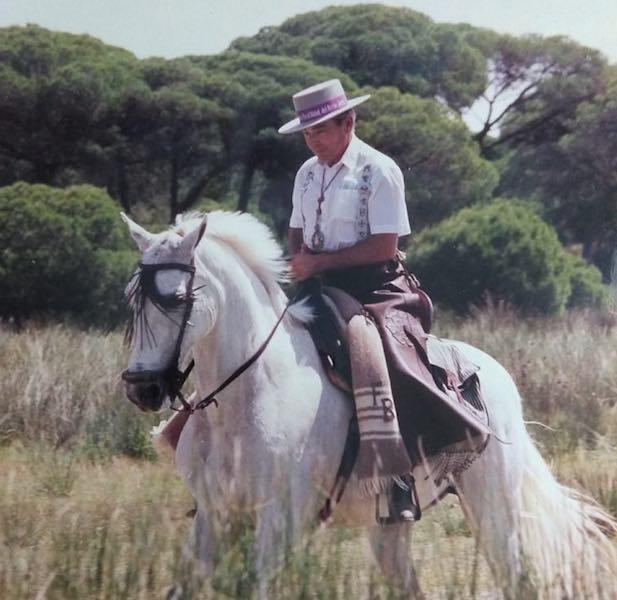 El capitán Bilbeny comparte parte de su tiempo con su pasión por los caballos