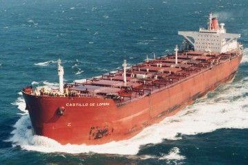 """El buque """"Castillo de Lopera"""", en lastre, navegando por el canal de la Mancha"""