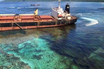 La varada del buque ha provocado un derrame de unas 60 toneladas de fuel