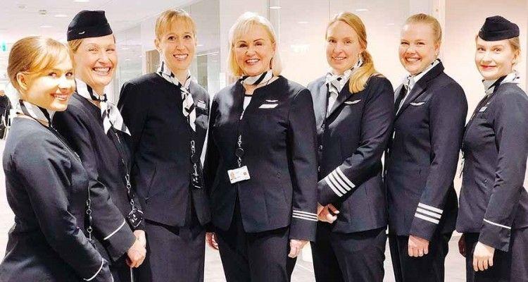 Foto de familia de la tripulación del vuelo Helsinki-Lisboa del pasado 8 de marzo