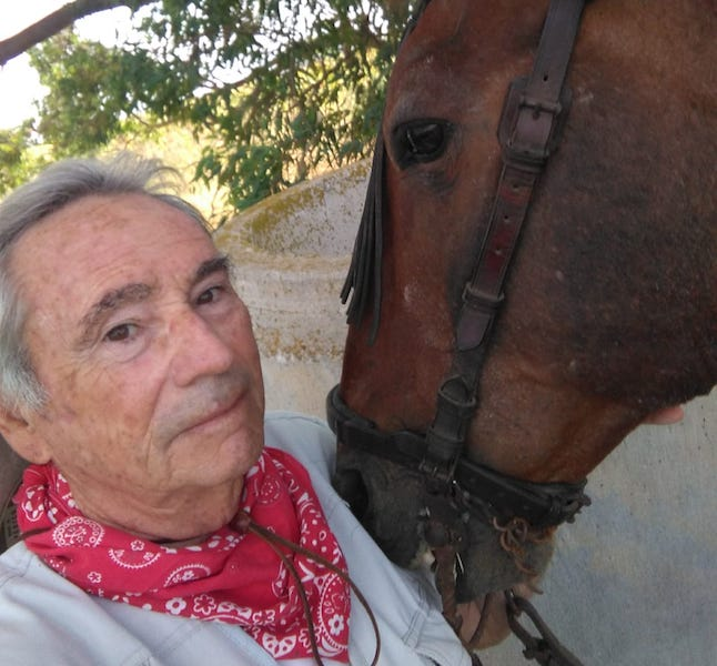 El capitán Bilbeny tiene una gran vocación por el mundo de los caballos