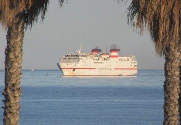 """El ferry """"Las Palmas de Gran Canaria"""", a su llegada al puerto de Motril"""