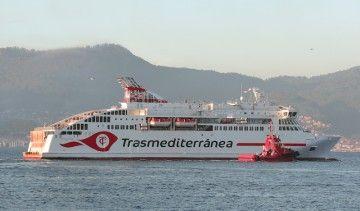 """El buque """"Villa de Teror"""", en aguas de la ría de Vigo"""