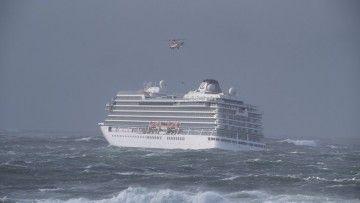 """El buque """"Viking Sky"""" se encuentra cerca de la costa y en situación comprometida"""