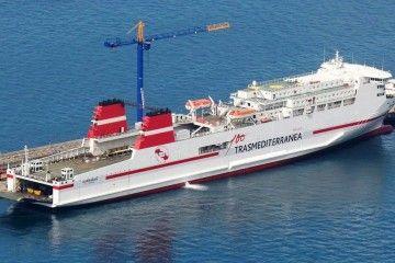 """Panorámica del buque """"Zurbarán"""", próximo """"Ciudad de Mahón"""""""