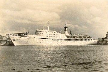 """El buque """"Fritz Heckert"""", visto en toda su eslora por la banda de babor"""