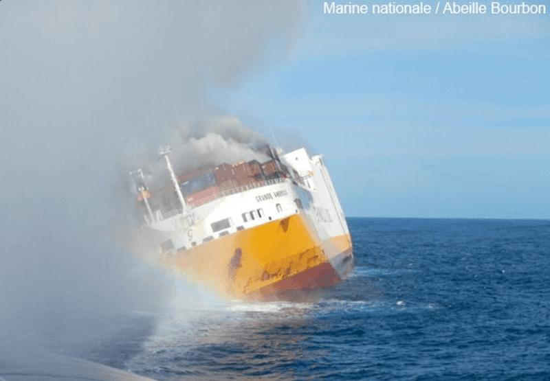 En las últimas horas el buque tiene una pronunciada escora a la banda de estribor