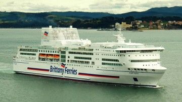"""El ferry """"Pont Aven"""", en una de sus escalas en Santander"""