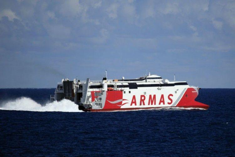 "El catamarán ""Volcán de Teno"" navega rumbo a Algeciras"
