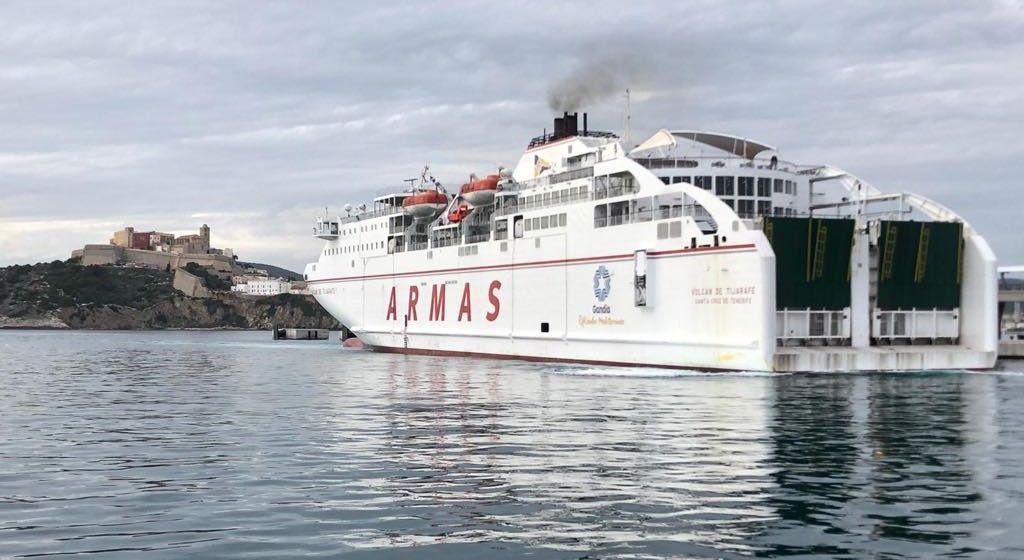 """El ferry """"Volcán de Tijarafe"""" se dirige al puerto de Alicante"""
