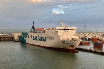 """El buque """"Denia Ciutat Creativa"""", atracado en el puerto de Melilla"""