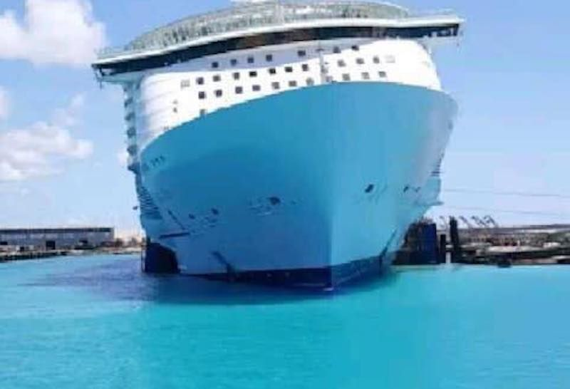 "Otro plano de proa del buque ""Oasis of the Seas"""