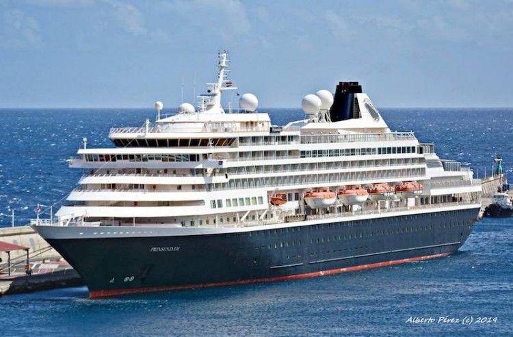"""El buque """"Prinsendam"""", hoy, en su última escala en el puerto de Santa Cruz de La Palma"""