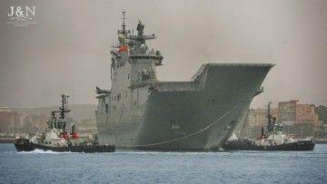 """El buque LHD """"Juan Carlos I"""", a su llegada esta mañana a Algeciras"""