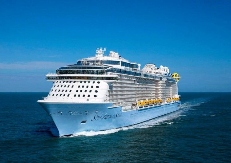 "El buque ""Spectrum of the Seas"", en sus pruebas de mar"