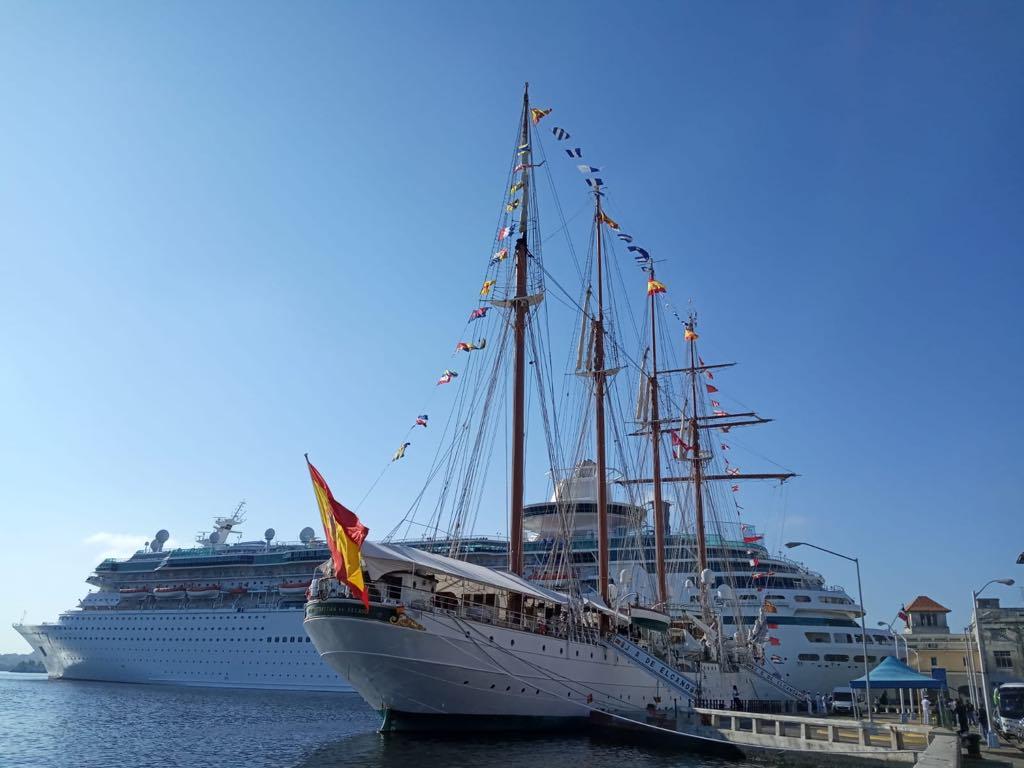"""En las proximidades se encuentra, desde esta mañana, el crucero """"Majesty of the Seas"""""""