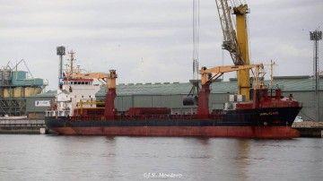 """El buque """"Arucas"""", atracado en el puerto de A Coruña"""