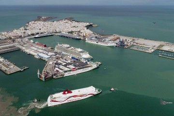 Panorámica del puerto de Cádiz, el 20 de abril de 2019, a vista de dron