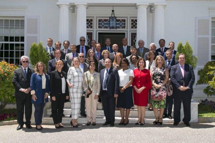 Foto de familia de los cónsules asistentes al encuentro en Santa Cruz de Tenerife