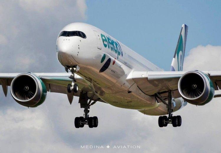 El primer A350 de Evelop, en corta final en el aeropuerto de Sevilla