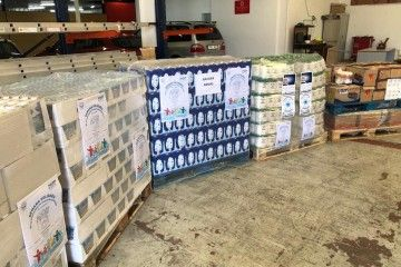 Naviera Armas aporta un pallet de lácteos a la semana Solidaria