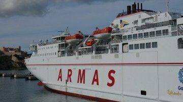 """El ferry """"Volcán de Tijarafe"""", en el puerto de Ibiza"""