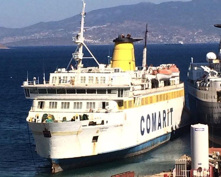"""El buque """"Banasa"""", condenado al desguace, esperando el soplete en Aliaga (Turquía)"""