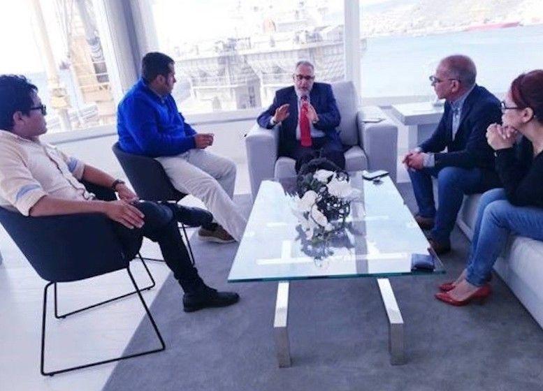 El presidente de FEPECO (centro) y directivos de Tenerife Shipyards